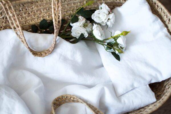 Linen bedding with envelope closure