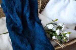 Woven cotton blanket navy blue