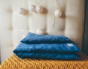 Linen bedding with envelope closure for preschooler