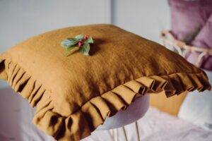 Linen cushion with flounce