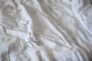 Linen bedding with ties for older children