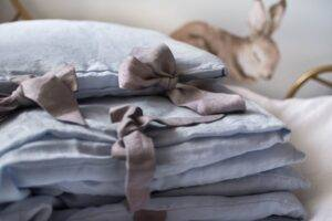 Linen bedding with ribbons for babies