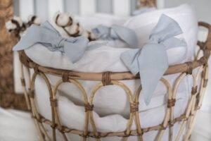 Linen bedding with ribbons for preschooler