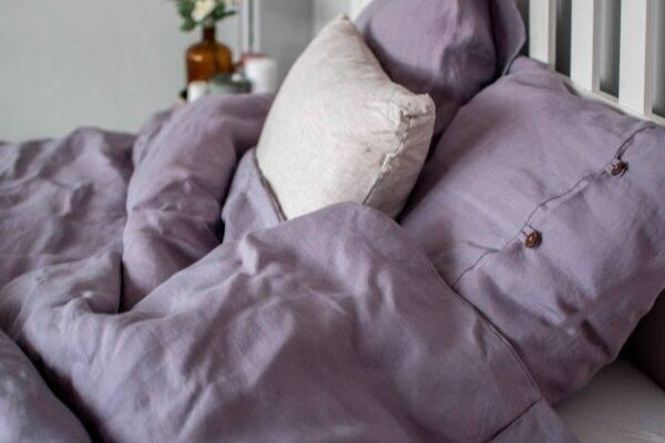 Linen bedding with buttons for olderchildren