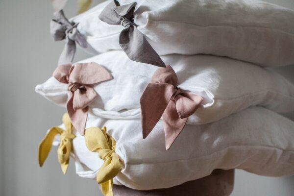 Linen pillowcase with ribbons