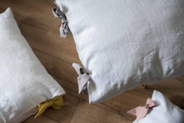 lniana poszewka na poduszkę z kokardami