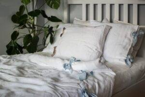 Linen bedding with ribbons for olderchildren