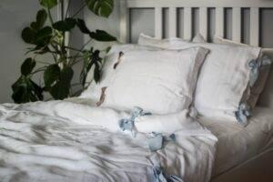 Linen bedding with ribbons for olderchildren