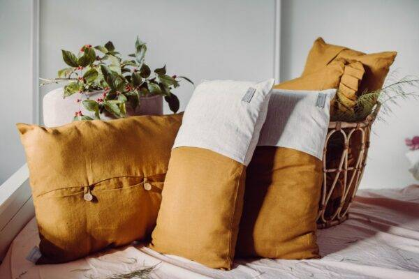 Linen decorativecushion ecru