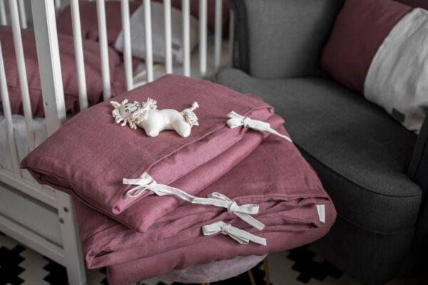 Linen bedding with ties