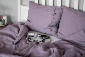 Linen pillowcase with coconutbuttons