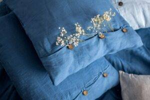 lniana poszewka na poduszkę z guzikami