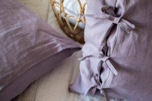 Linen pillowcase with ties