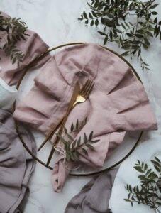 Linen napkin with flounce