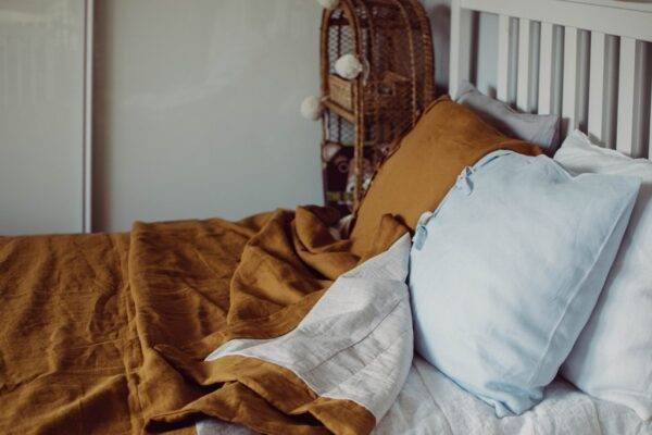 lniana narzuta na łóżko
