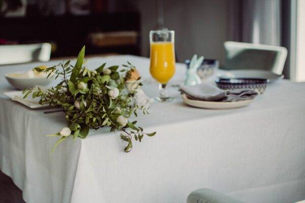 Linen tablecloth with edge