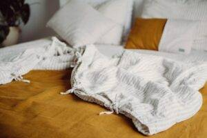 Linen duvet cover with ties