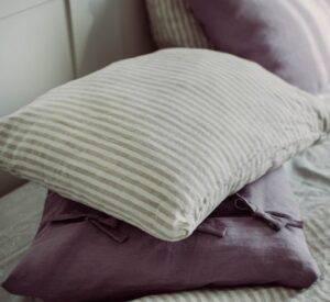 Lniana poszewka na poduszką z troczkami paseczki