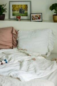 lniana poszewka na poduszkę z falbaną