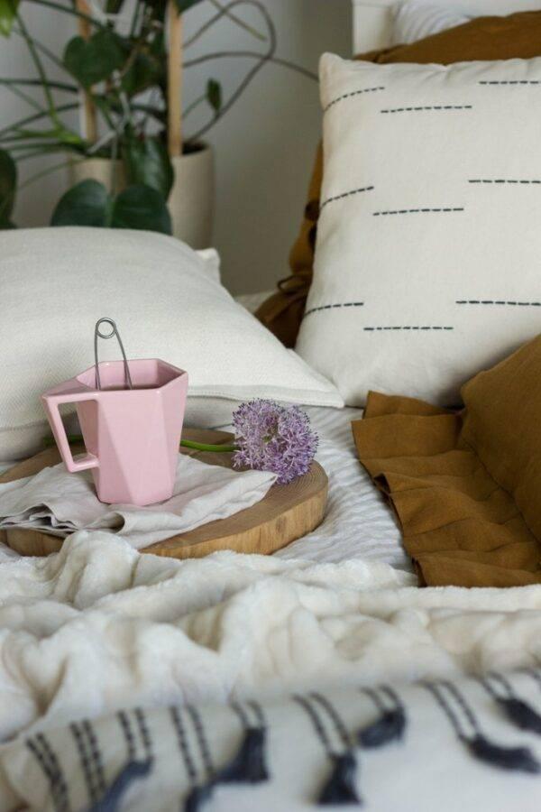 poduszka dekoracyjna z przeszyciami