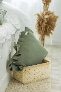 lniana poduszka z falbaną eukaliptus