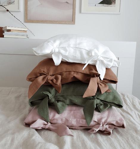 lniana poszewka na poduszkę z kokardami biały